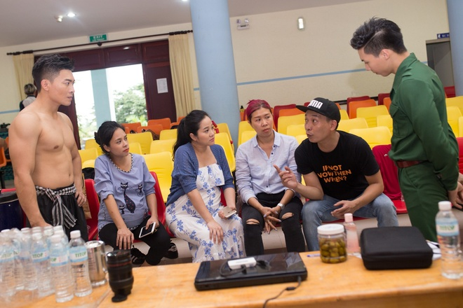 MC Hong Phuong bau 6 thang van giup chong chuan bi live show hinh anh 1