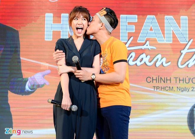 Tran Thanh hon Hari Won trong buoi hop fan hinh anh 5