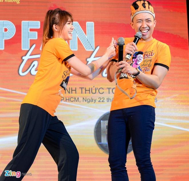 Tran Thanh hon Hari Won trong buoi hop fan hinh anh 3