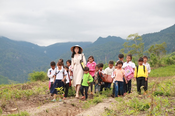 Angela Phuong Trinh chiu cuc dong phim anh 1
