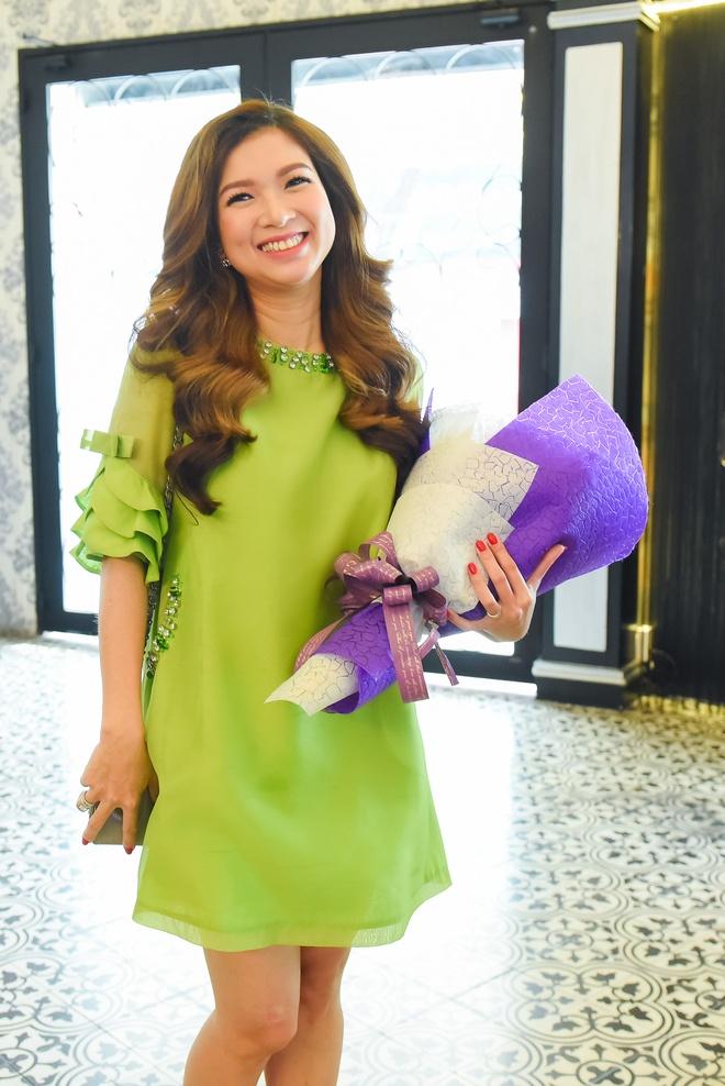 Pham Thanh Thao ve nuoc chuc mung Lam Hung ra mat album hinh anh 1