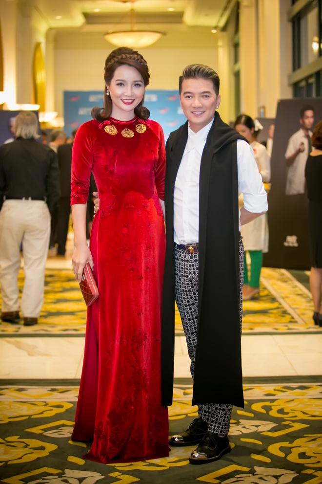 'Gai nhay' Minh Thu mac goi cam di xem phim cua Hong Anh hinh anh 4
