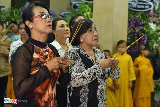 Phi Nhung, Phuong Thanh vieng sau nu Ut Bach Lan luc nua dem hinh anh 9