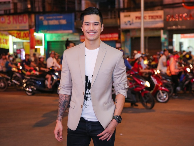 Angela Phuong Trinh mac goi cam sanh vai ben Vo Canh hinh anh 7
