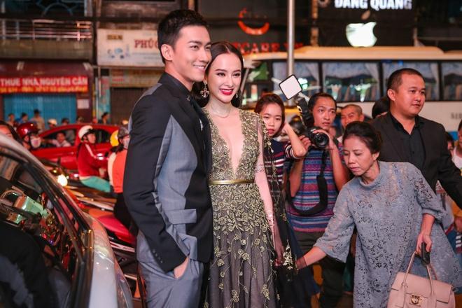 Angela Phuong Trinh mac goi cam sanh vai ben Vo Canh hinh anh 1