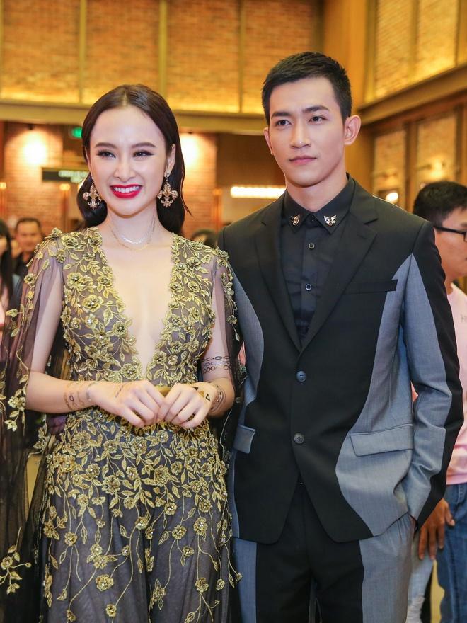 Angela Phuong Trinh mac goi cam sanh vai ben Vo Canh hinh anh 3