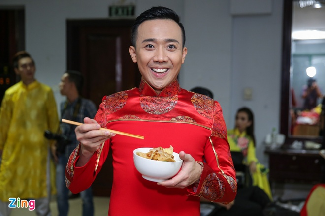 Nha Phuong cham soc Truong Giang trong hau truong live show hinh anh 7