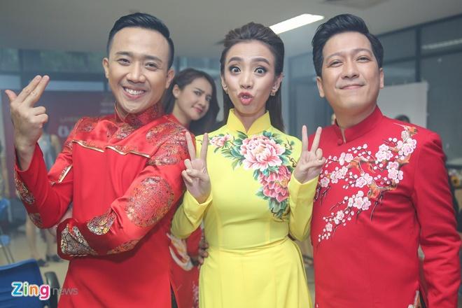 Nha Phuong cham soc Truong Giang trong hau truong live show hinh anh 8