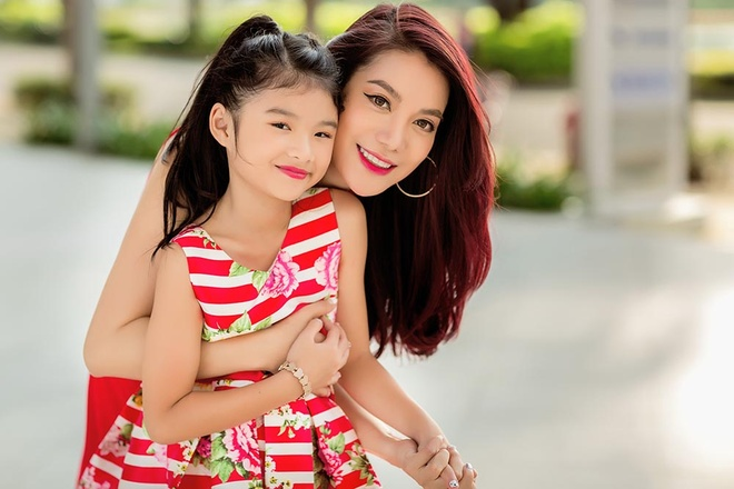 Truong Ngoc Anh sanh dieu xuong pho cung con gai anh 6