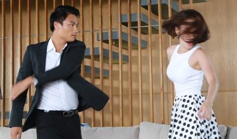 Angela Phuong Trinh bi Mac Hong Quan tat trong phim hinh anh
