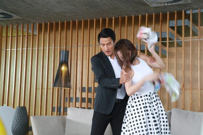 Angela Phuong Trinh bi Mac Hong Quan tat anh 1