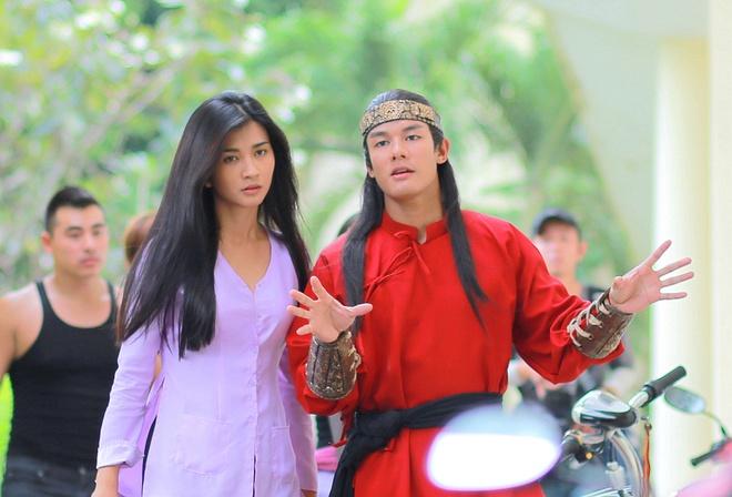 Kim Tuyen than thiet voi hau boi Thanh Long tren phim truong hinh anh 1