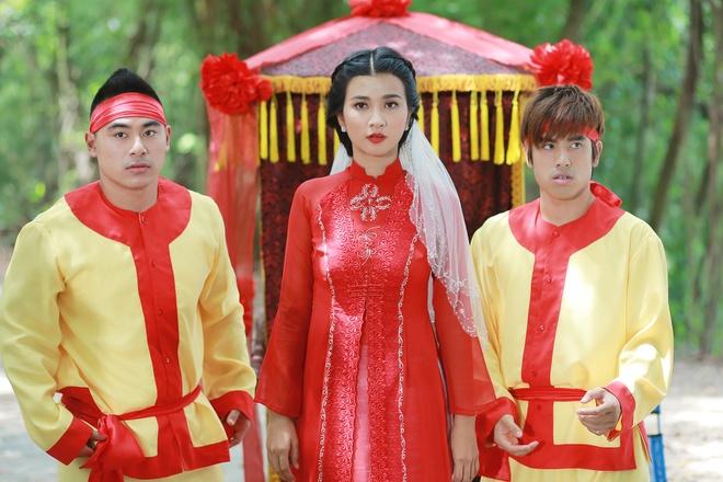 Kim Tuyen than thiet voi hau boi Thanh Long tren phim truong hinh anh 5