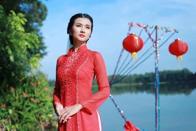 Kim Tuyen than thiet voi hau boi Thanh Long tren phim truong hinh anh 6