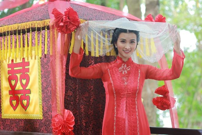 Kim Tuyen than thiet voi hau boi Thanh Long tren phim truong hinh anh 4