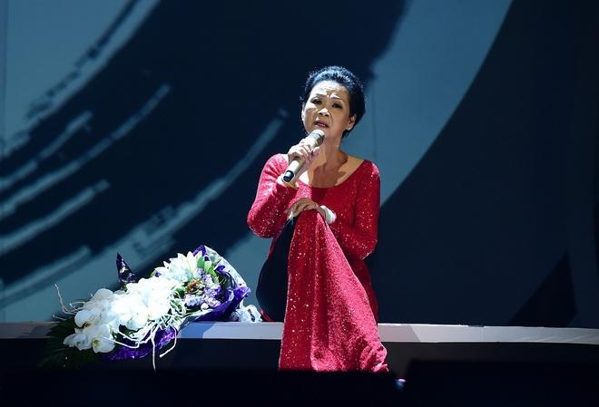 Khanh Ly lo ngai khi hat cung Ho Ngoc Ha anh 1