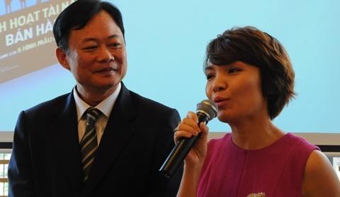 Tac gia nguoi Singapore den Viet Nam ra mat sach hinh anh