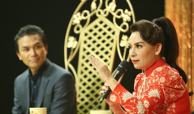 Phi Nhung chat chem Manh Quynh tren ghe nong anh 2