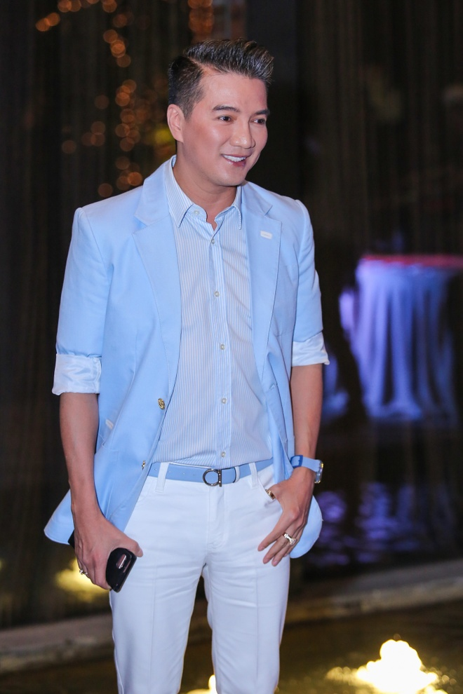Mr. Dam mang hoa den chuc mung Sao mai Thu Hang hinh anh 1