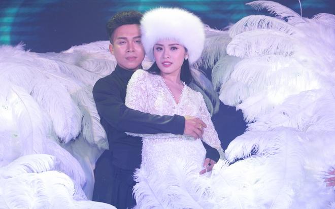 Mr. Dam mang hoa den chuc mung Sao mai Thu Hang hinh anh 10