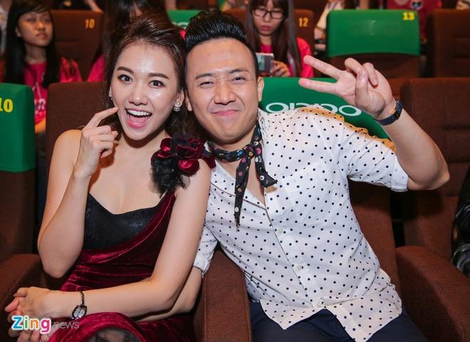 Hari Won, Tran Thanh lien tuc om hon o hop bao truoc le cuoi hinh anh 6