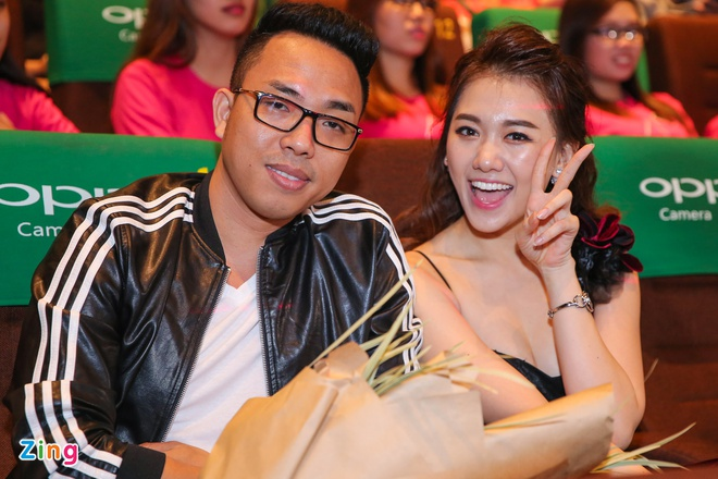 Hari Won, Tran Thanh lien tuc om hon o hop bao truoc le cuoi hinh anh 9