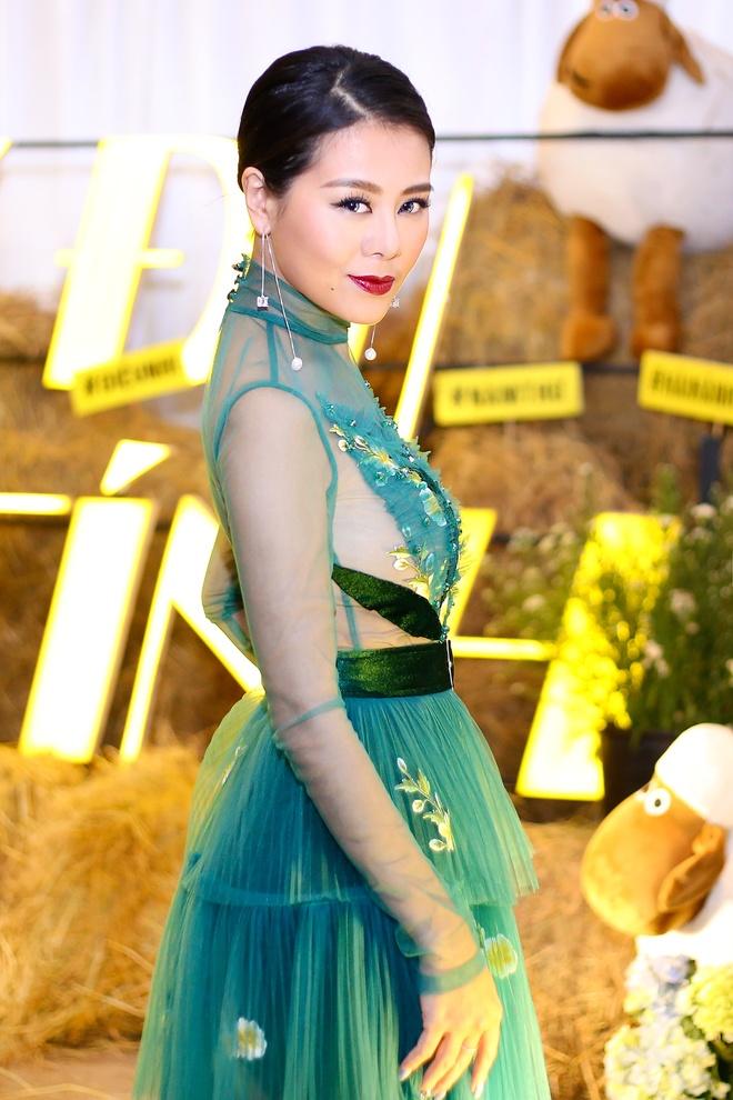 Nam Thu: 'Toi hoc cach song gian di cua Hoai Linh' hinh anh 3