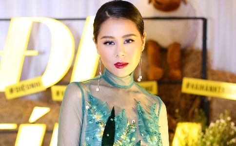 Nam Thu: 'Toi hoc cach song gian di cua Hoai Linh' hinh anh