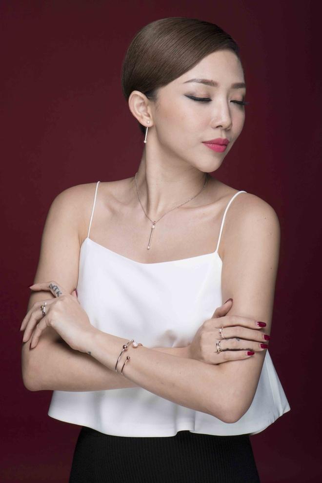 Toc Tien xinh tuoi trong bo anh don Giang sinh hinh anh 7