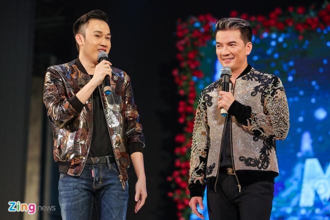 Duong Trieu Vu hon Dam Vinh Hung anh 4