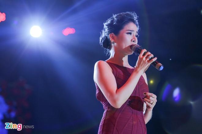 Duong Trieu Vu hon Dam Vinh Hung anh 9