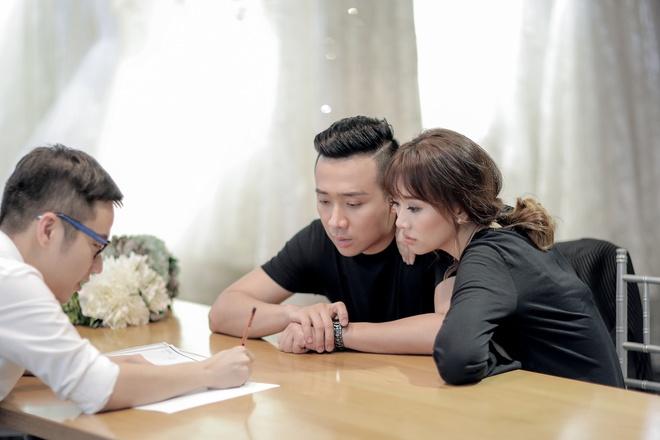 Tran Thanh dat rieng hai mau vay cuoi dac biet cho Hari Won hinh anh 5