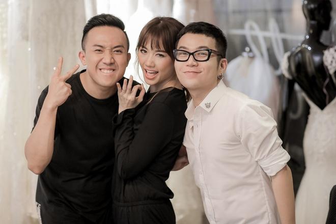 Tran Thanh dat rieng hai mau vay cuoi dac biet cho Hari Won hinh anh 6