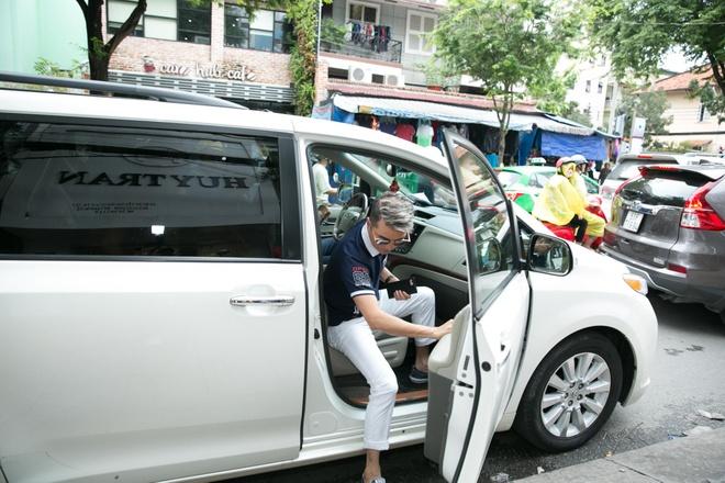 Dam Vinh Hung nam tay,  lua do cho Thanh Ha anh 1
