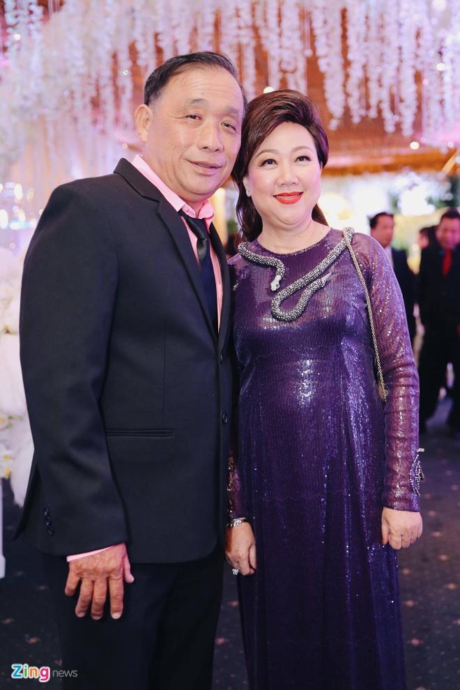 Tran Thanh va Hari Won om nhau khoc trong le cuoi hinh anh 11