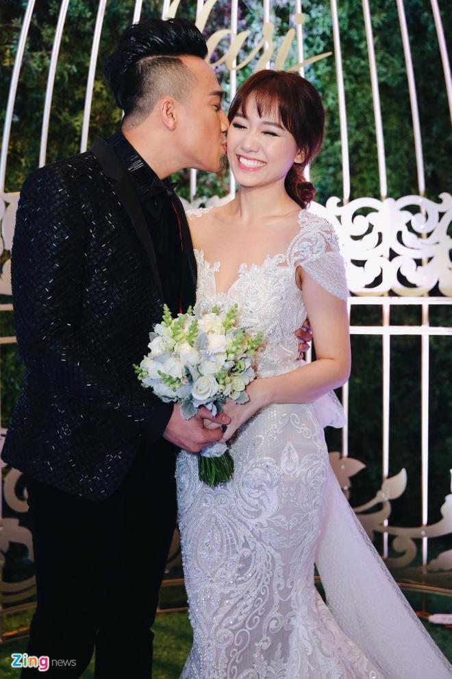 Tran Thanh va Hari Won om nhau khoc trong le cuoi hinh anh 17