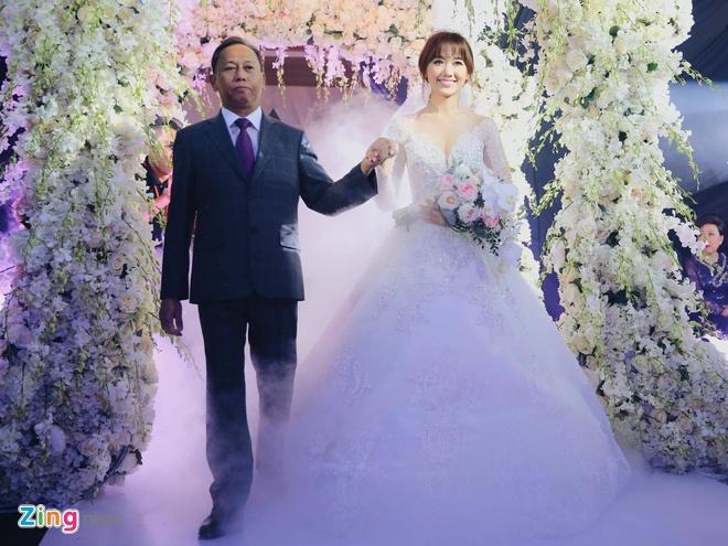 Tran Thanh va Hari Won om nhau khoc trong le cuoi hinh anh 1