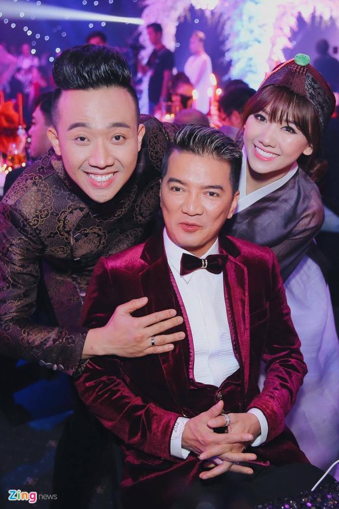 Tran Thanh va Hari Won om nhau khoc trong le cuoi hinh anh 8