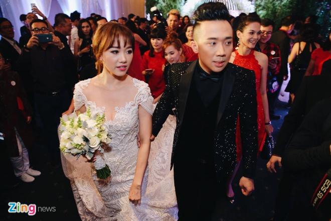 Tran Thanh va Hari Won om nhau khoc trong le cuoi hinh anh 19