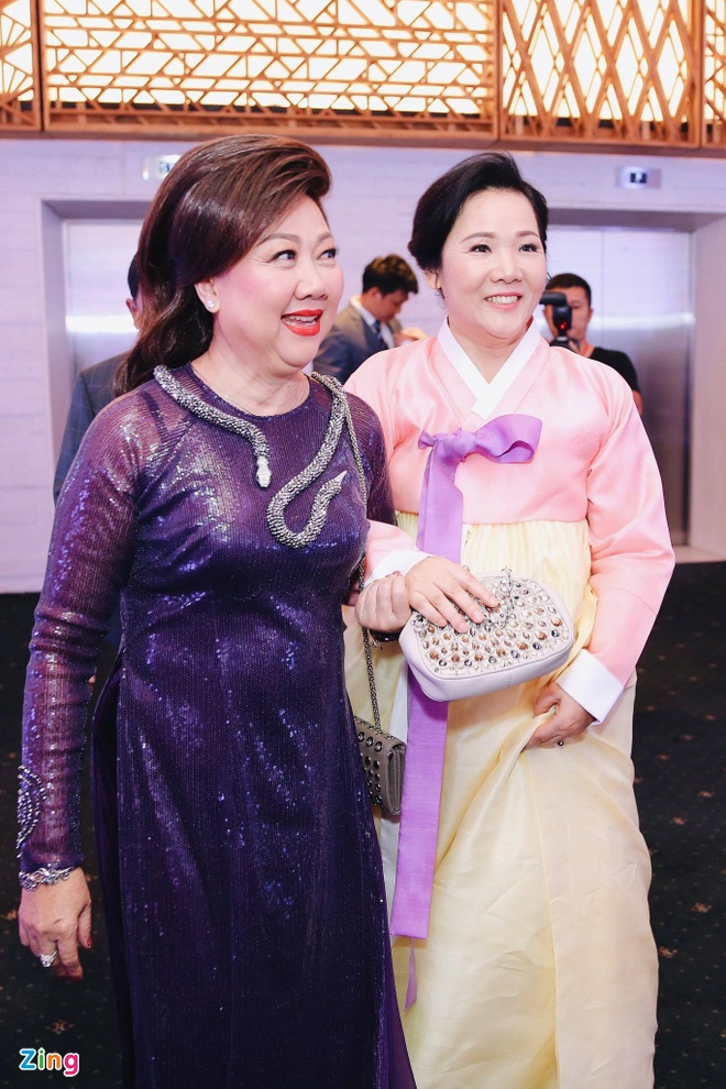 Tran Thanh va Hari Won om nhau khoc trong le cuoi hinh anh 13