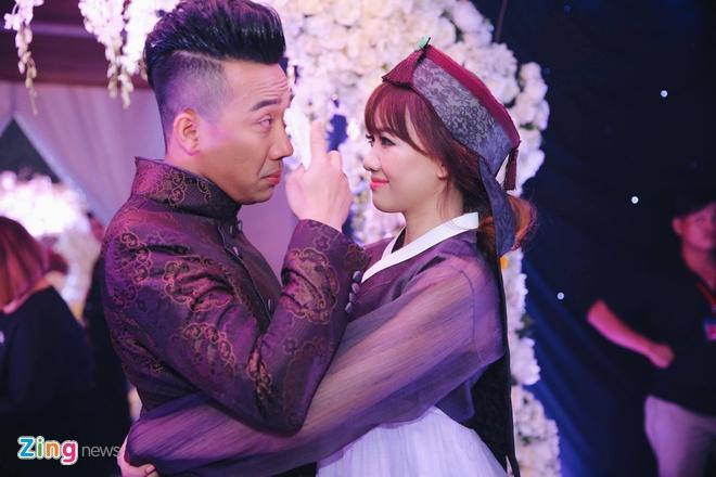 Tran Thanh va Hari Won om nhau khoc trong le cuoi hinh anh 7
