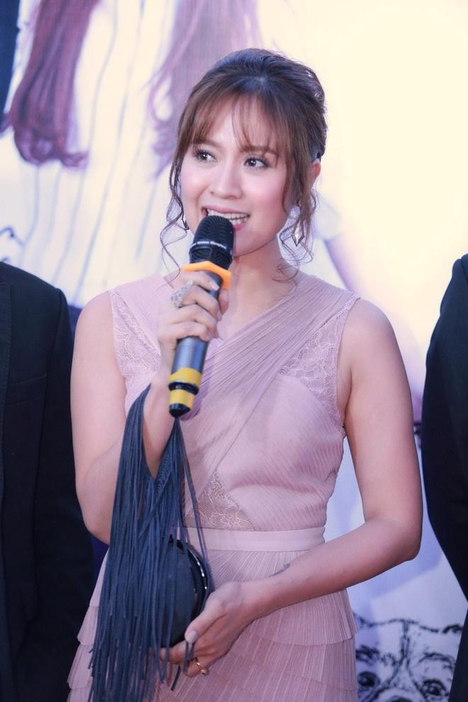 An Nguy, Lily Nguyen tuoi tan tren tham do ra mat phim hinh anh 5