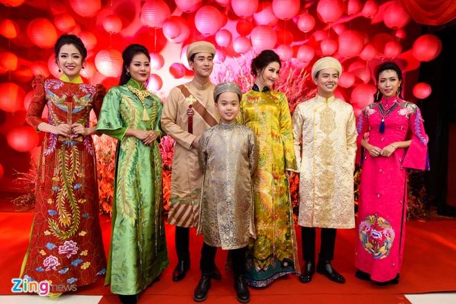 Sao Viet nhon nhip du ra mat phim 'Chay di roi tinh' hinh anh 1