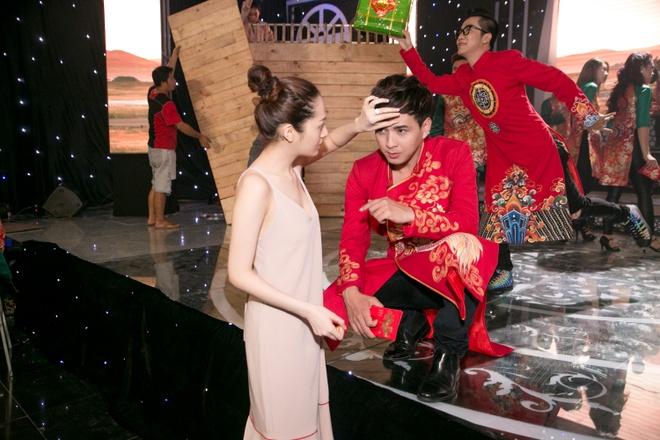 Bao Anh cham soc Ho Quang Hieu trong hau truong hinh anh 1