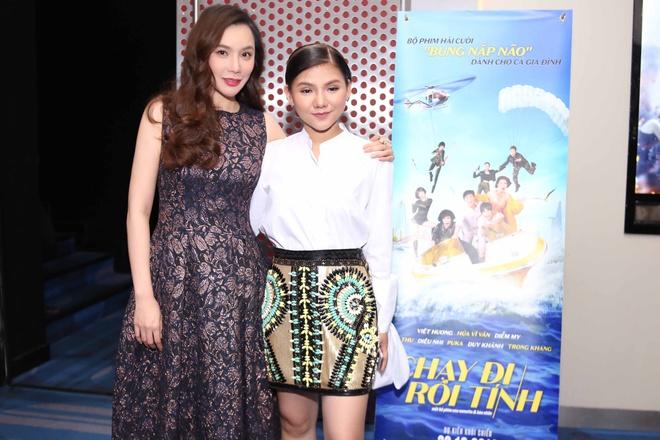 Ho Quynh Huong tang nhan vien ve xem phim anh 1