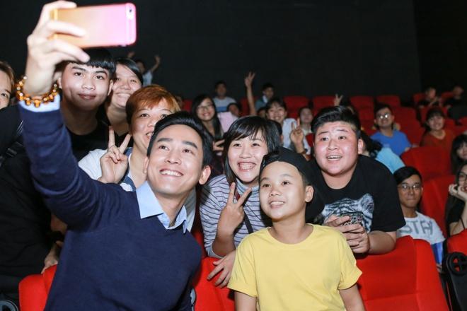 Ho Quynh Huong tang nhan vien ve xem phim anh 5