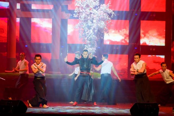 Live show ruc ro sac mau cua Dam Vinh Hung o Nha Trang hinh anh 11