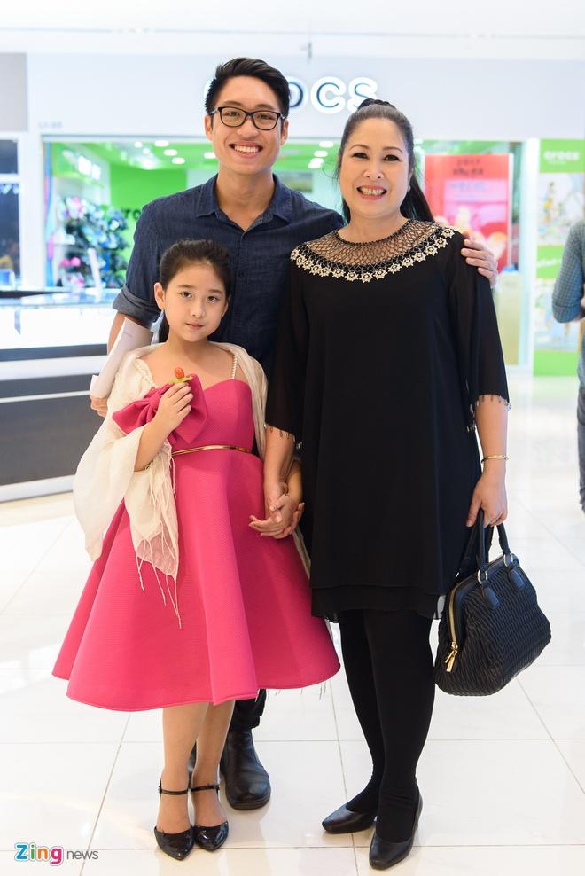 Kieu Minh Tuan va Cat Phuong tinh cam di xem phim 'Oan' hinh anh 8