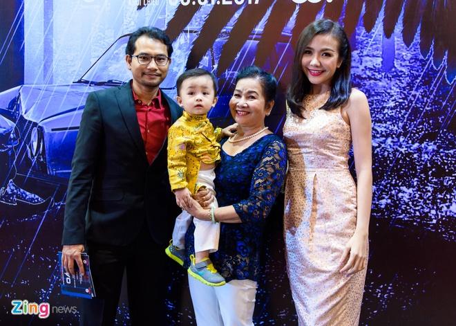Kieu Minh Tuan va Cat Phuong tinh cam di xem phim 'Oan' hinh anh 5