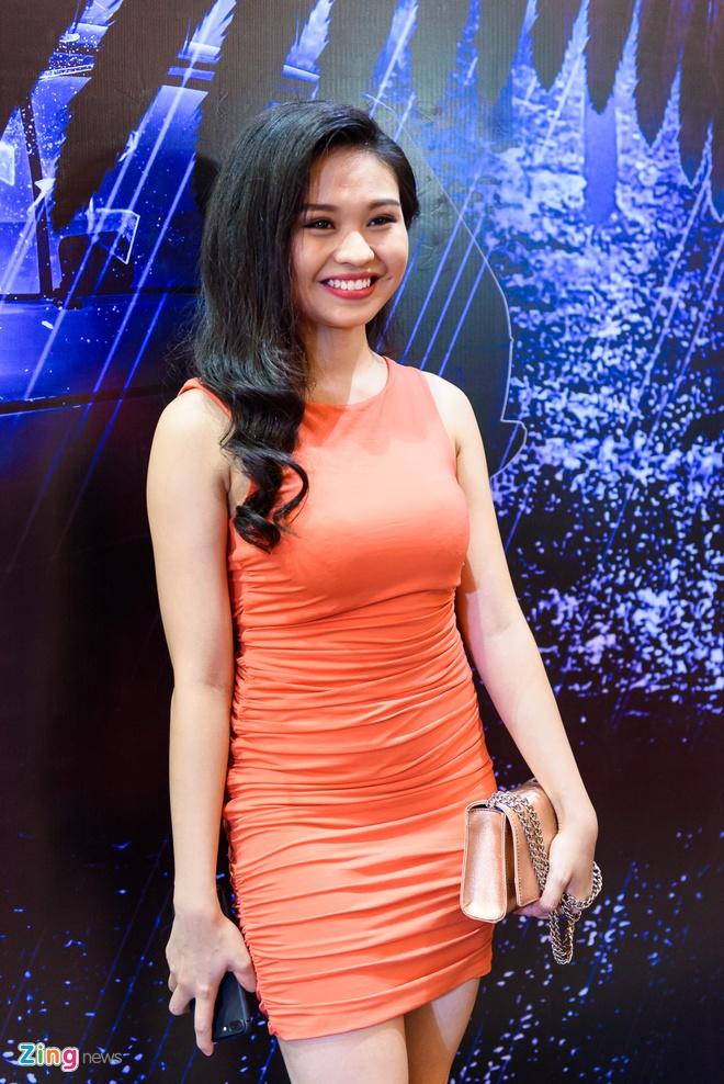 Kieu Minh Tuan va Cat Phuong tinh cam di xem phim 'Oan' hinh anh 9